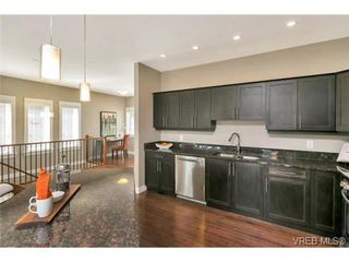 Photo 7: 3 2319 Chilco Road in VICTORIA: VR Six Mile Townhouse for sale (View Royal)  : MLS®# 363465