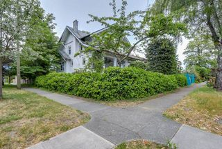 Photo 2: 3793 W 24TH Avenue in Vancouver: Dunbar House for sale (Vancouver West)  : MLS®# R2072667