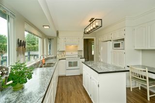 """Photo 6: 5950 243 Street in Langley: Salmon River House for sale in """"Strawberry Hills"""" : MLS®# R2185425"""