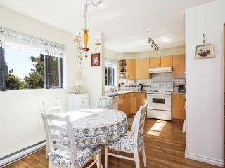 Photo 1: 209 175 E 10TH STREET in North Vancouver: Central Lonsdale Condo for sale : MLS®# R2203480