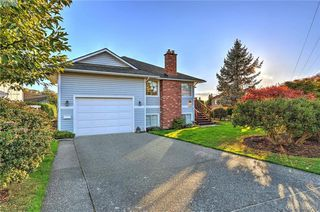 Photo 1: 4299 Panorama Pl in VICTORIA: SE Lake Hill Single Family Detached for sale (Saanich East)  : MLS®# 774088
