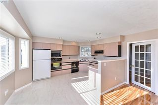 Photo 3: 4299 Panorama Pl in VICTORIA: SE Lake Hill House for sale (Saanich East)  : MLS®# 774088