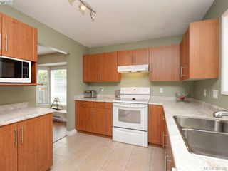 Photo 6: 1063 Hyacinth Ave in VICTORIA: SW Strawberry Vale House for sale (Saanich West)  : MLS®# 786596
