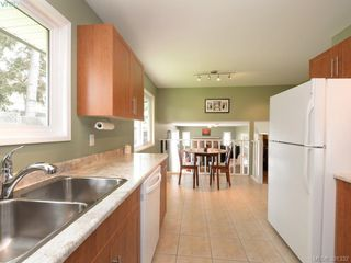 Photo 7: 1063 Hyacinth Ave in VICTORIA: SW Strawberry Vale House for sale (Saanich West)  : MLS®# 786596