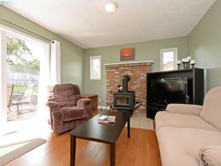 Photo 11: 1063 Hyacinth Ave in VICTORIA: SW Strawberry Vale House for sale (Saanich West)  : MLS®# 786596