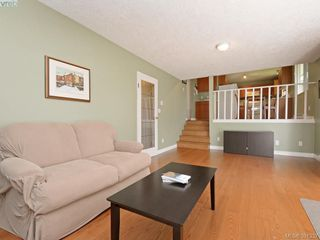 Photo 12: 1063 Hyacinth Ave in VICTORIA: SW Strawberry Vale House for sale (Saanich West)  : MLS®# 786596