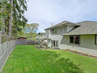Photo 17: 1063 Hyacinth Avenue in VICTORIA: SW Strawberry Vale Single Family Detached for sale (Saanich West)  : MLS®# 391332