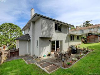 Photo 16: 1063 Hyacinth Avenue in VICTORIA: SW Strawberry Vale Single Family Detached for sale (Saanich West)  : MLS®# 391332