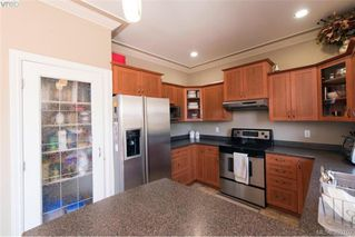 Photo 6: 459 Avery Crt in VICTORIA: La Thetis Heights House for sale (Langford)  : MLS®# 788269