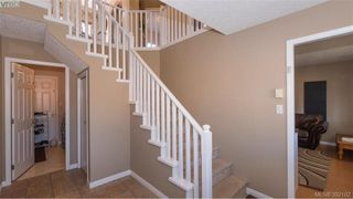 Photo 2: 459 Avery Crt in VICTORIA: La Thetis Heights Single Family Detached for sale (Langford)  : MLS®# 788269