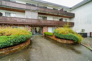 """Photo 2: 211 910 FIFTH Avenue in New Westminster: Uptown NW Condo for sale in """"GROSVENOR COURT"""" : MLS®# R2320534"""