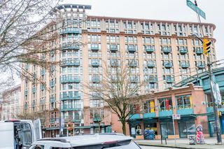 "Photo 1: 619 22 E CORDOVA Street in Vancouver: Downtown VE Condo for sale in ""Van Horne"" (Vancouver East)  : MLS®# R2334498"