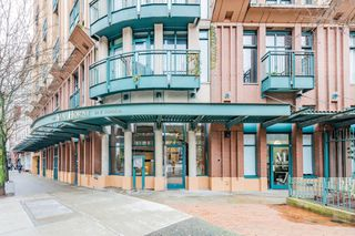 "Photo 2: 619 22 E CORDOVA Street in Vancouver: Downtown VE Condo for sale in ""Van Horne"" (Vancouver East)  : MLS®# R2334498"