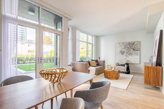 """Photo 2: 6601 MARLBOROUGH Avenue in Burnaby: Metrotown Townhouse for sale in """"MIDORI"""" (Burnaby South)  : MLS®# R2355425"""
