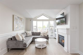 """Photo 2: 401 2071 W 42ND Avenue in Vancouver: Kerrisdale Condo for sale in """"THE LAUREATES"""" (Vancouver West)  : MLS®# R2358228"""