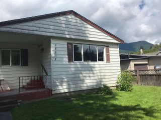 "Photo 3: 38837 BRITANNIA Way in Squamish: Dentville House for sale in ""Dentville"" : MLS®# R2360257"