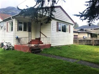 "Photo 2: 38837 BRITANNIA Way in Squamish: Dentville House for sale in ""Dentville"" : MLS®# R2360257"