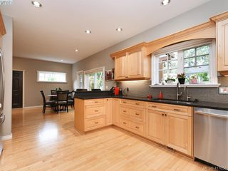 Photo 10: 3420 Persimmon Dr in VICTORIA: SE Maplewood House for sale (Saanich East)  : MLS®# 827405