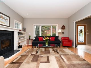 Photo 3: 3420 Persimmon Dr in VICTORIA: SE Maplewood House for sale (Saanich East)  : MLS®# 827405