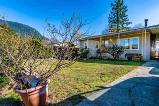 Photo 2: 35268 RIVERSIDE Road in Mission: Hatzic House for sale : MLS®# R2446435