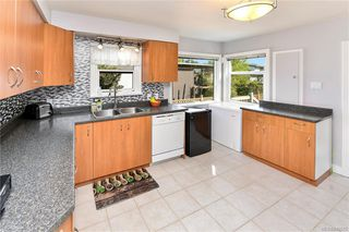 Photo 10: 531 E Burnside Rd in Victoria: Vi Burnside Single Family Detached for sale : MLS®# 840575