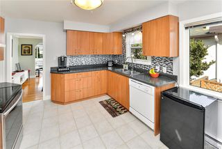 Photo 11: 531 E Burnside Rd in Victoria: Vi Burnside Single Family Detached for sale : MLS®# 840575