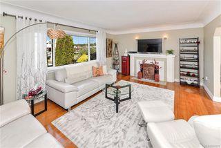 Photo 3: 531 E Burnside Rd in Victoria: Vi Burnside Single Family Detached for sale : MLS®# 840575