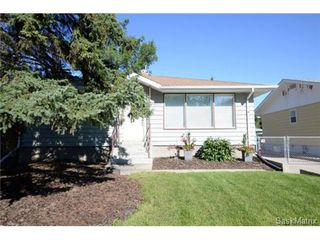 Photo 2: 406 BROADWAY Avenue East in Regina: Arnhem Place Single Family Dwelling for sale (Regina Area 03)  : MLS®# 511876