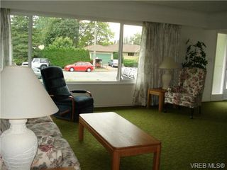 Photo 3: 2230 Edgelow St in VICTORIA: SE Arbutus House for sale (Saanich East)  : MLS®# 683251