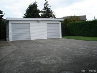 Photo 2: 2230 Edgelow St in VICTORIA: SE Arbutus House for sale (Saanich East)  : MLS®# 683251