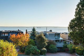 Photo 2: 2309 BELLEVUE Avenue in West Vancouver: Dundarave 1/2 Duplex for sale : MLS®# R2023795
