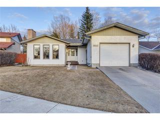 Photo 2: 5844 DALCASTLE Crescent NW in Calgary: Dalhousie House for sale : MLS®# C4053124
