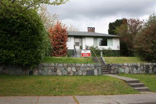 Photo 2: 5913 CHARLES Street in Burnaby: Parkcrest House for sale (Burnaby North)  : MLS®# R2055720