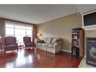 Photo 3: 463 PRESTWICK Circle SE in Calgary: 2 Storey for sale : MLS®# C3524474