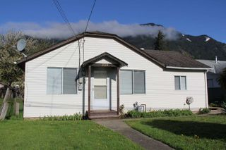 Photo 1: 230 CARIBOO Avenue in Hope: Hope Center House for sale : MLS®# R2143805