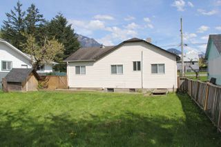 Photo 19: 230 CARIBOO Avenue in Hope: Hope Center House for sale : MLS®# R2143805