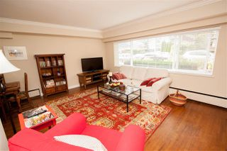 Photo 1: 9 121 E 18TH Street in North Vancouver: Central Lonsdale Condo for sale : MLS®# R2163326