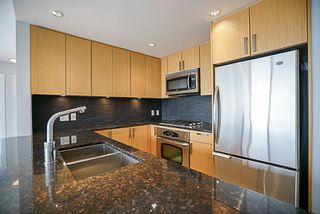 "Photo 4: 906 2978 GLEN Drive in Coquitlam: North Coquitlam Condo for sale in ""GRAND CENTRAL ONE"" : MLS®# R2204292"