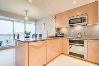 "Photo 4: 406 15152 RUSSELL Avenue: White Rock Condo for sale in ""Miramar"" (South Surrey White Rock)  : MLS®# R2227250"