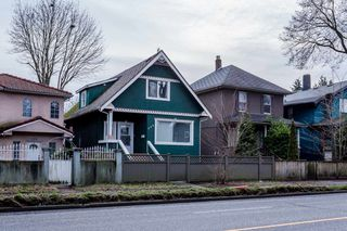 Photo 2: 524 E 12TH Avenue in Vancouver: Mount Pleasant VE House for sale (Vancouver East)  : MLS®# R2235406