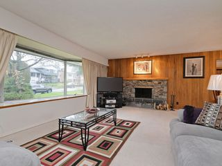 Photo 2: 7940 BURNLAKE Drive in Burnaby: Government Road House for sale (Burnaby North)  : MLS®# R2281808