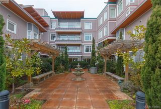 Photo 1: 101 1510 Hillside Avenue in VICTORIA: Vi Oaklands Row/Townhouse for sale (Victoria)  : MLS®# 404665