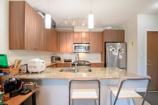 "Photo 7: 609 280 ROSS Drive in New Westminster: Fraserview NW Condo for sale in ""THE CARLYLE"" : MLS®# R2340591"