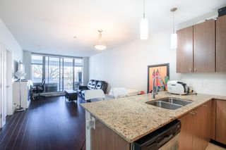 """Photo 3: 609 280 ROSS Drive in New Westminster: Fraserview NW Condo for sale in """"THE CARLYLE"""" : MLS®# R2340591"""