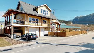 Photo 1: 1223 WILSON Crescent in Squamish: Downtown SQ House for sale : MLS®# R2347356