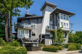 "Main Photo: 202 118 W 22ND Street in North Vancouver: Central Lonsdale Condo for sale in ""SENTRY"" : MLS®# R2376365"
