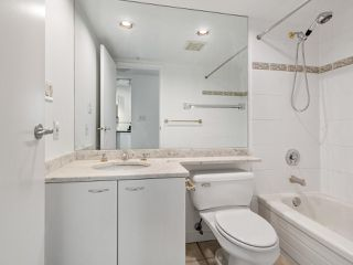"""Photo 16: 2102 1331 ALBERNI Street in Vancouver: West End VW Condo for sale in """"The Lions"""" (Vancouver West)  : MLS®# R2517604"""