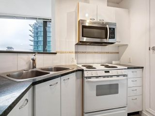 """Photo 6: 2102 1331 ALBERNI Street in Vancouver: West End VW Condo for sale in """"The Lions"""" (Vancouver West)  : MLS®# R2517604"""