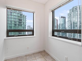 """Photo 11: 2102 1331 ALBERNI Street in Vancouver: West End VW Condo for sale in """"The Lions"""" (Vancouver West)  : MLS®# R2517604"""