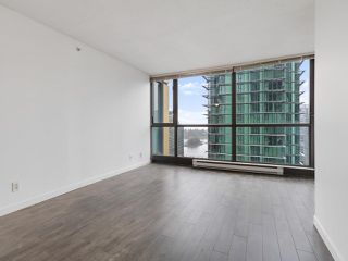 """Photo 3: 2102 1331 ALBERNI Street in Vancouver: West End VW Condo for sale in """"The Lions"""" (Vancouver West)  : MLS®# R2517604"""